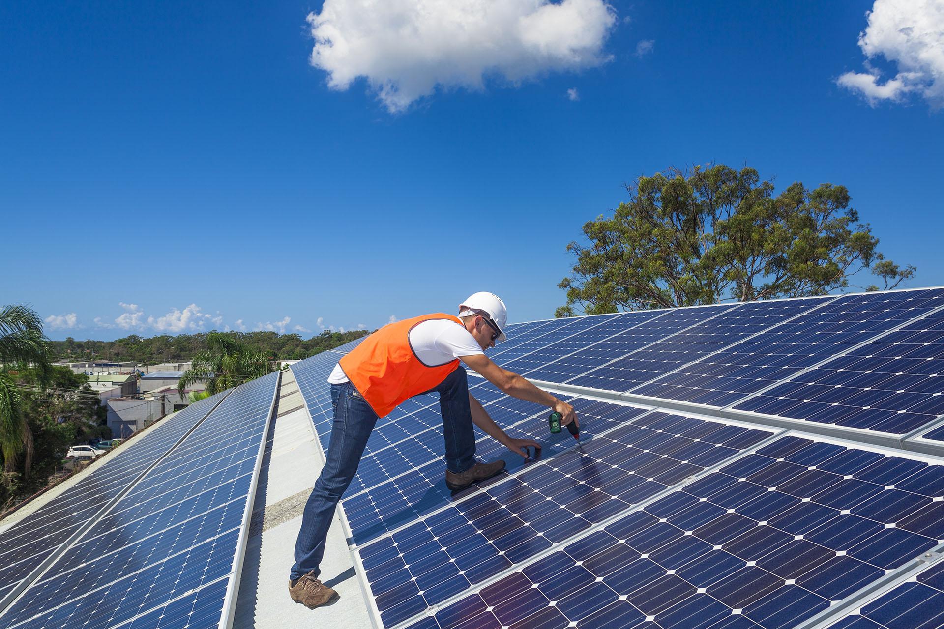 Nietrudno spostrzec, że dobrym pomysłem jest zespolenie paneli fotowoltaicznych z kolektorami słonecznymi.